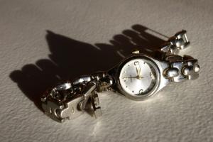 Srebrni sat, ručni sat, nakit