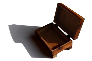 wooden box, small, hinged lid