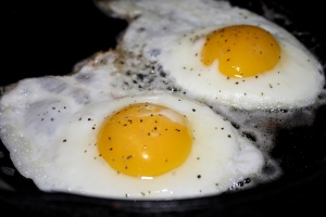 paistettuja munia, lounas