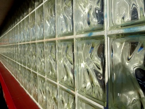 seinä-, lasi-, tiili-ikkuna