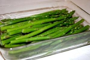 punte di asparagi, vetro teglia