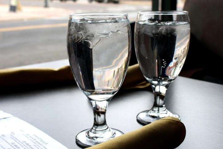 vode, naočale, restoran, stol