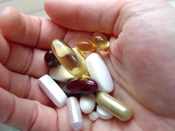 mão, medicamentos, remédios, saúde, vitaminas, minerais, suplementos de dieta