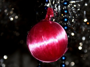pink ball, Christmas decoration, ornament, reflection
