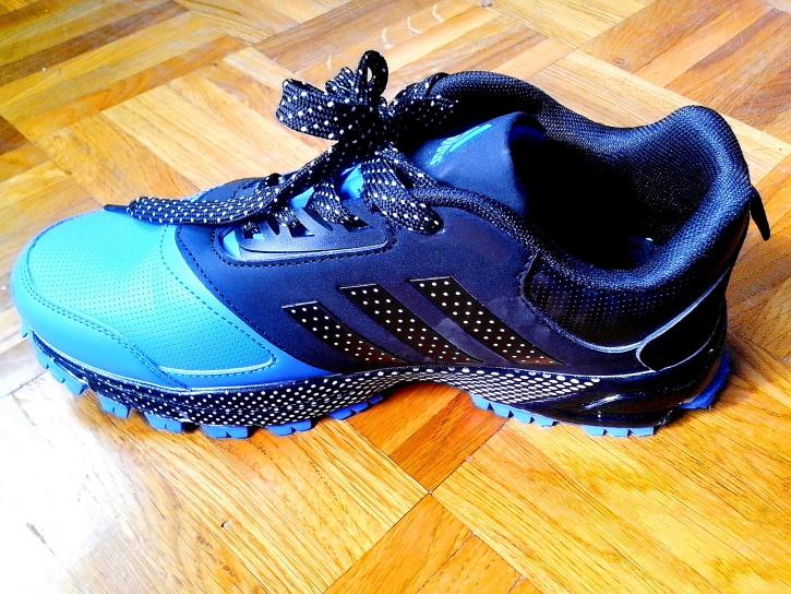 chaussures de sport, un design moderne, en cours d'exécution