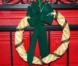 Christmas wreath, front door, straw, ribbon