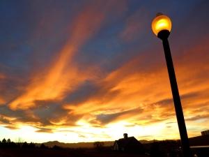 日没、通りランプ、夕暮れ