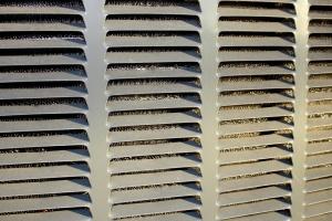climatiseur, grille métallique
