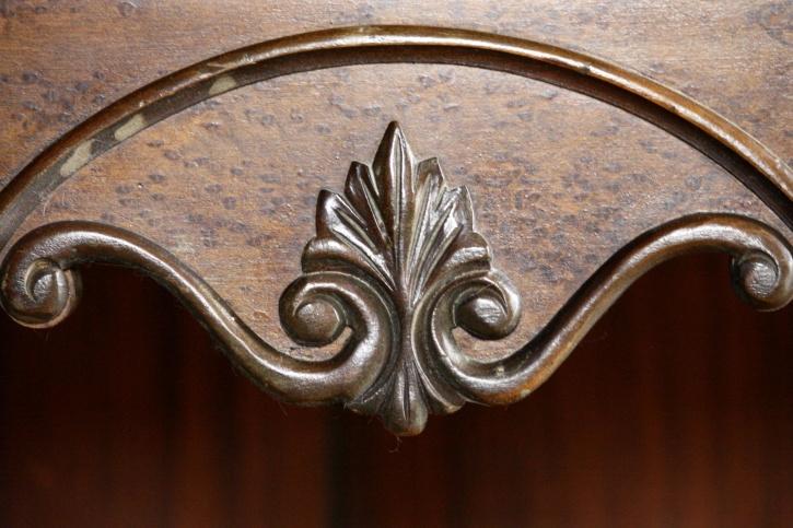 aus Holz geschnitzte Möbel, dekorative, antike