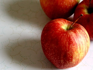 delicious red apple, organic fruit