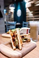 Raňajky, sendviče, brunch, cappuccino, toast