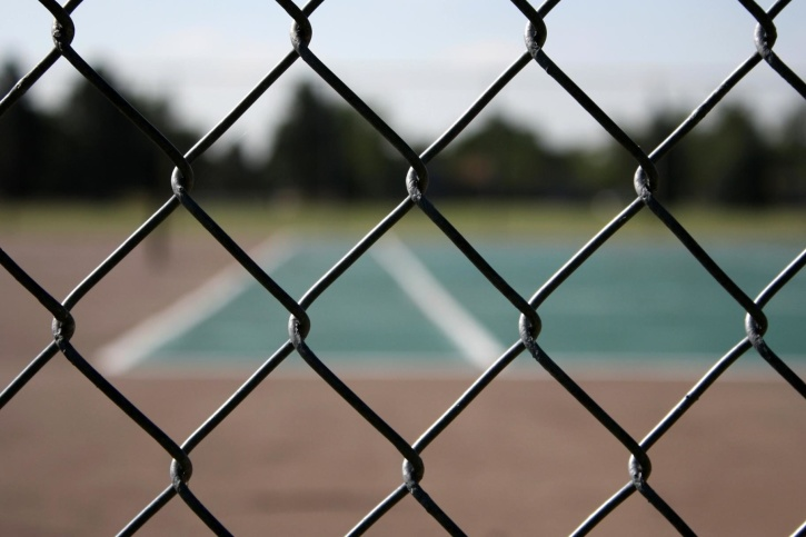 ledning gjerde, metall gjerde, tennisbane