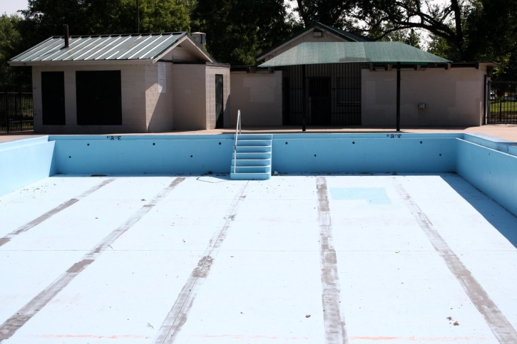 empty swimming pool, house, exterior