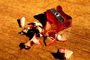 rojo, sacapuntas, virutas de lápiz