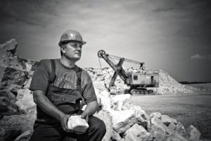 l'uomo, operaio edile, in scala di grigi, la fotografia, operaio