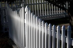 White vartio aita puuaita, takapihalla, ulkopuoli