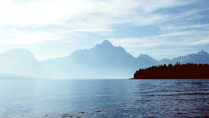 beach, boat, mist, mountain, horizon, foggy weather