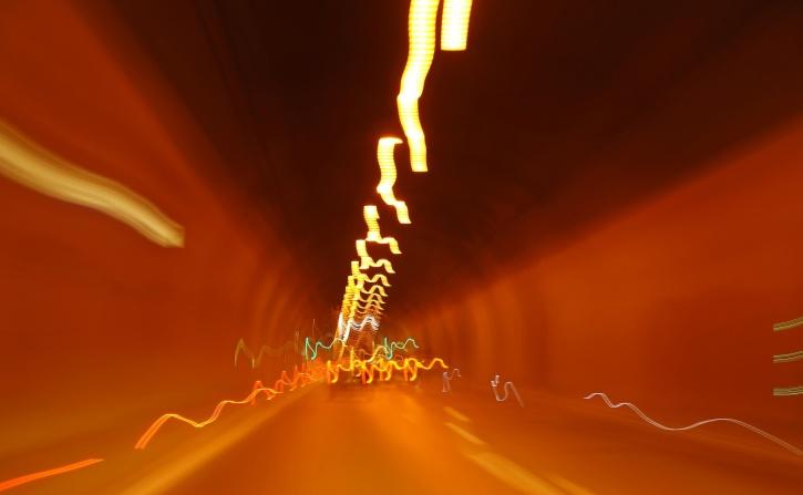 Računalna umjetnost, zamagljena svjetla automobila, tunel, svjetlo, brzina