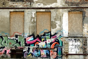 casa abbandonata, parete, strada, graffiti