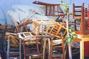 Möbel, retro, alt, Holzstühle, gestapelt, Straße