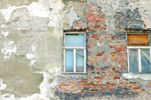 construção de tijolos antigos, parede, destruídos, exterior, casa de windows,