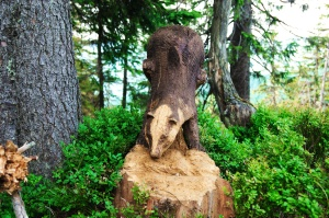 sculpture, animal, carved wood, tree trunk