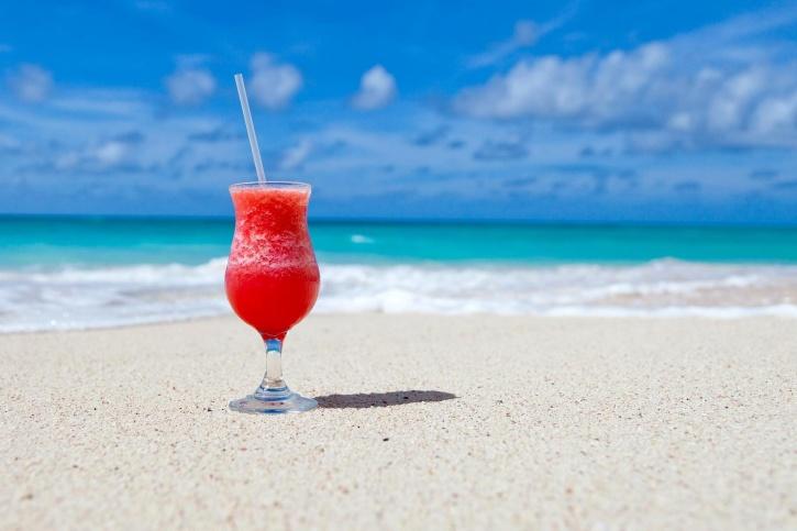 ビーチ、飲料、カリブ海、カクテル、飲み物、エキゾチックなガラス、砂、夏