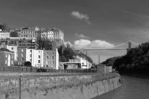 urbano, calle, artitecture, puente, puente colgante, el río, en el centro