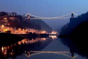 γέφυρα, νύχτα, κρεμαστή γέφυρα, ποτάμι, τα φώτα, στο κέντρο της πόλης