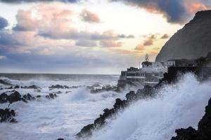 water, waterfront, waves, mist, mountain, nature, coast