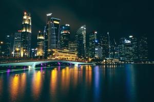 felhőkarcolók, városi, víz, downtown, város, víz, éjszaka, vízpart