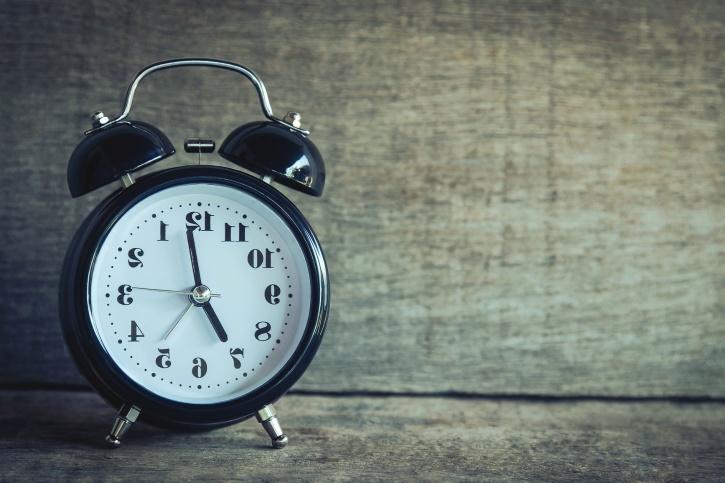 นาฬิกา นาฬิกาปลุก เวลาแบบอนาล็อก แม่นยำ โบราณ กลไก เครื่องกล
