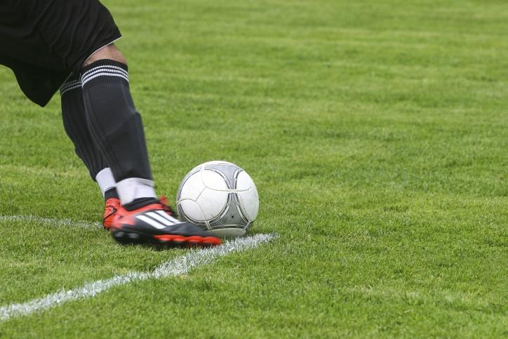 chaussures de sport, espadrilles, football, terrain de football, le sport, le cuir, les jambes