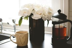 tabela, herbata, filiżanka, czajniczek, kwiaty, wnętrze, ozdoba, śniadanie, AGD
