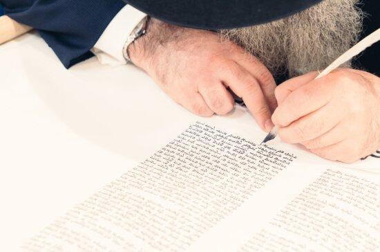 tavolo, le mani, persona, il testo, la scrittura, il libro, inchiostro