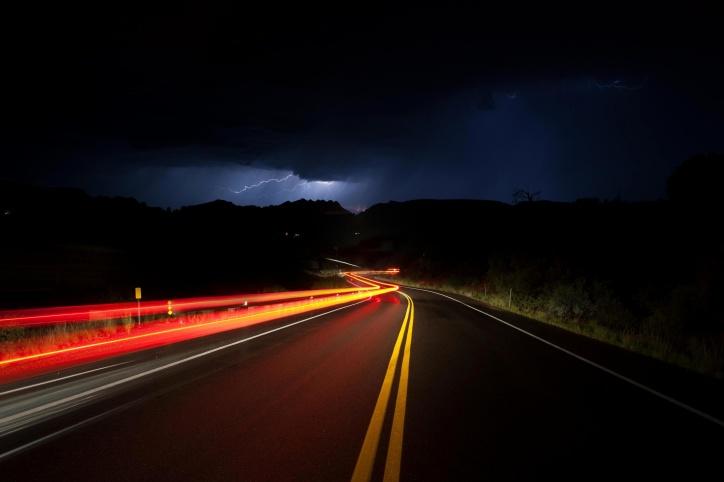 noć, ceste, rasvjeta, oluja, bljesak munje, ceste, Prometna svjetla