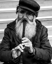 gammel mann, fløyte, musikk, musiker, mann, person, musikkspiller, instrument