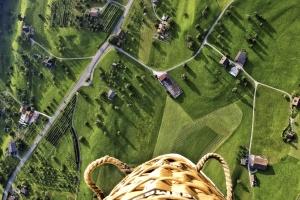 road, summer, basket, balloon, houses, panorama