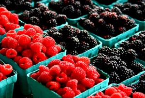 bjørnebær, bringebær, frukt, frisk frukt, vitaminer, søt, blåbær, dessert