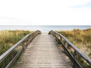 Holzbrücke, Meer, Strand, Himmel, Wasser