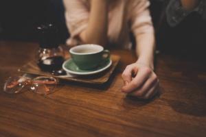 bevanda, occhiali, tazza di caffè, da tavolo