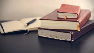 notisbok, blyant, bøker