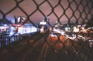 Urban, drôt, plot, billboard, budovy, mesto, noc, cesta