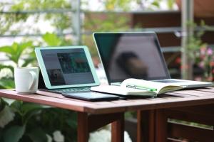 ordinateur portable, tasse, table, gadget, tasse de café, bureau, bureau