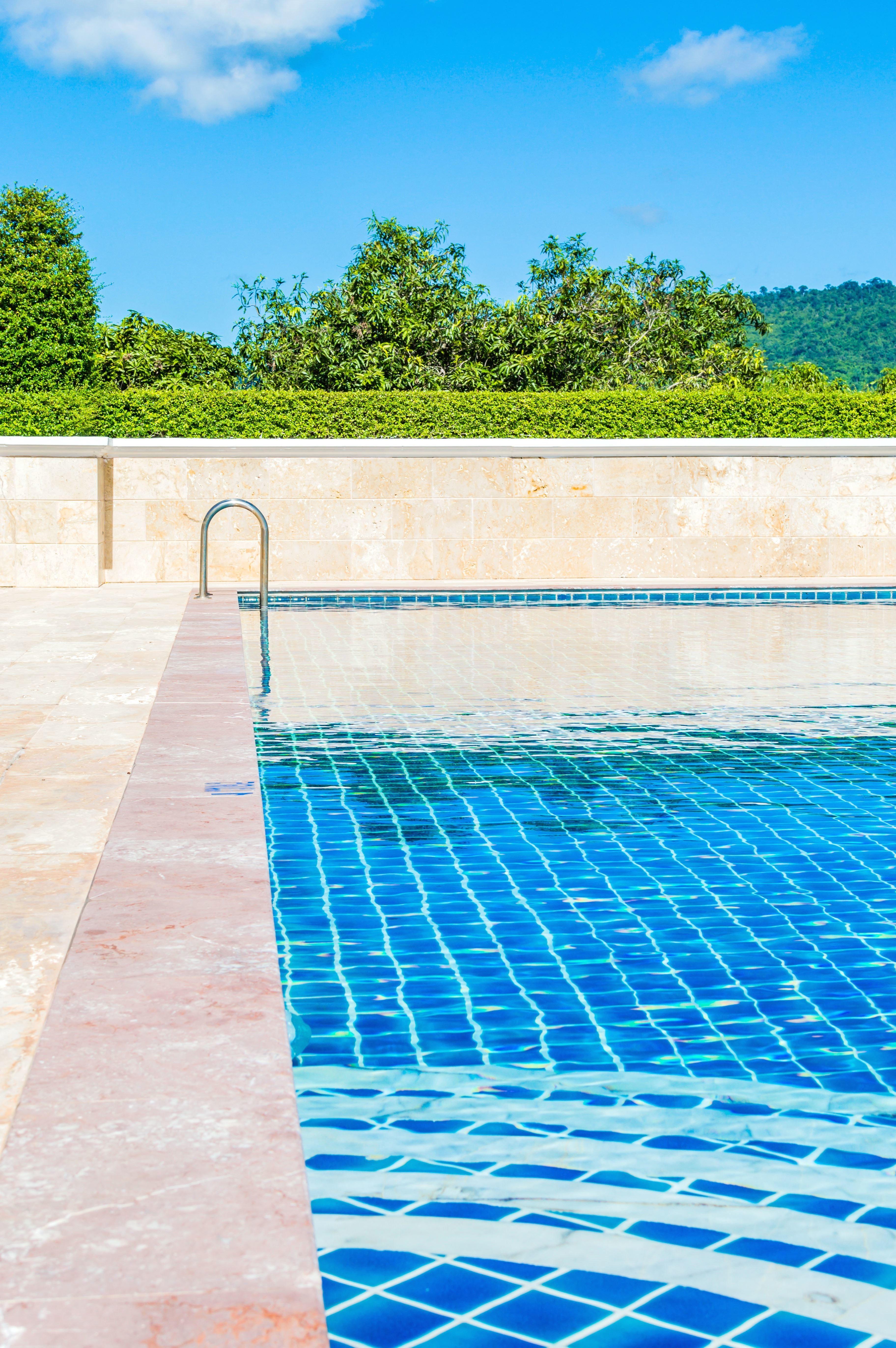 Image libre piscine luxe l 39 eau le soleil la natation for Eau piscine