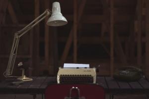 telefon, lampa, ventilátor, psací stroj, pracovní prostor, křeslo