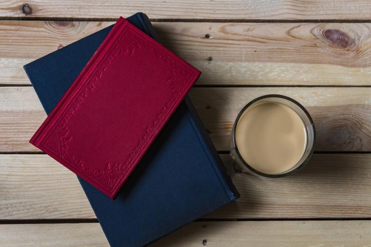 šálek kávy, nápoje, vzdělání, stůl, dřevo, knihy