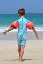 dječak, na plaži, šetnje, tople vode, val, pijesak, ljeto