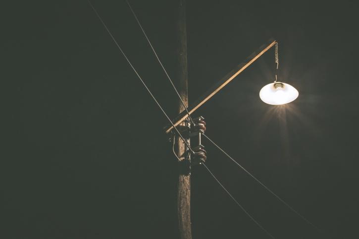 energie electrică, seara, noaptea, felinar, sârmă, lemn
