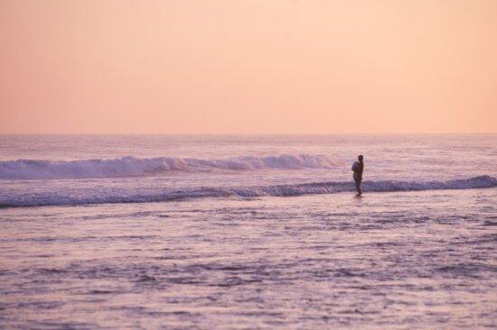 水、波、ビーチ、美しい海岸、シルエット、空、夏